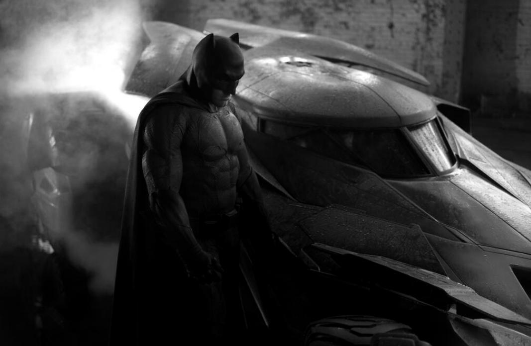 New Batman Uniform and Batmobile Revealed!