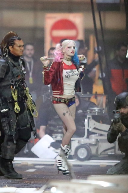 Margot Robbie looks Bad Ass with Baseball Bat as Harley Quinn on set of 'Suicide Squad' in Toronto, Canada